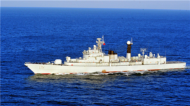 Destroyer flotilla steam in Yellow Sea