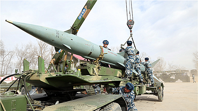 Soldiers load surface-to-air missile onto launching truck