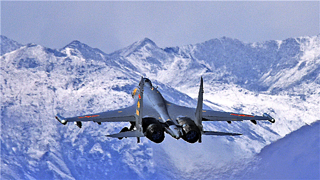J-11 fighter jets fly at low temperature