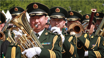 8 countries take part in military band parade at Beijing Olympic Park