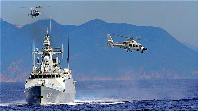 Frigates participate in live-fire operation in South China Sea