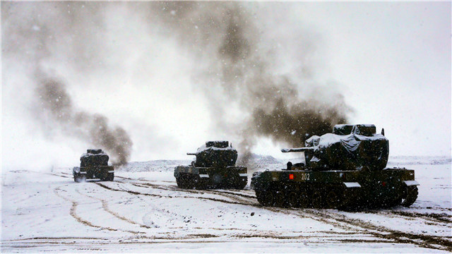Live-fire training on snow-covered plateau