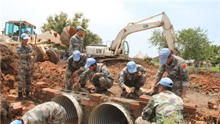 Chinese peacekeeping engineers construct supply route for South Sudan