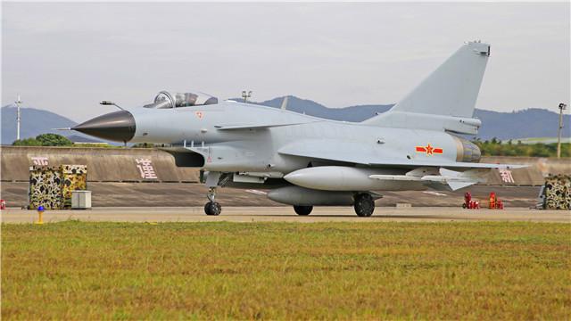 J-10 fighter jets participate in flight training