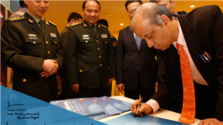 Visitors leave notes at Chinese peacekeeping photo exhibition in New York