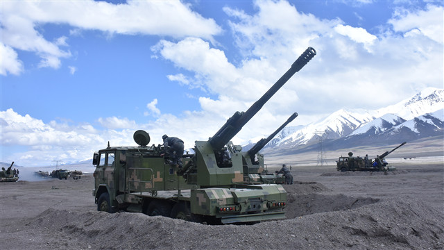 Artillerymen prepare self-propelled howitzer systems