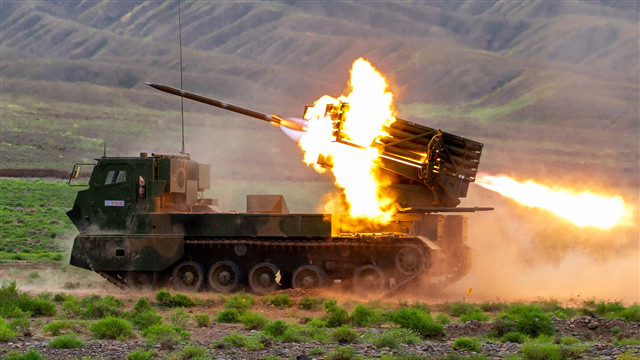 Crawler-type rocket launcher system fires at remote targets