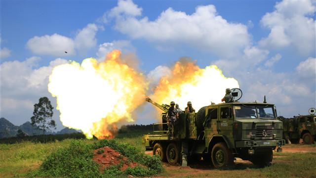 Artillerymen fire 122mm self-propelled howitzer system