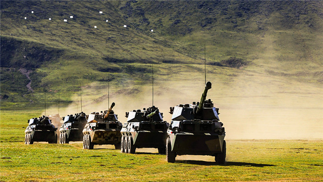 Armored vehicles train at altitude of 4,500 meters