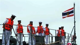 Thai Navy vessels sent out to sea to clean up oil slick