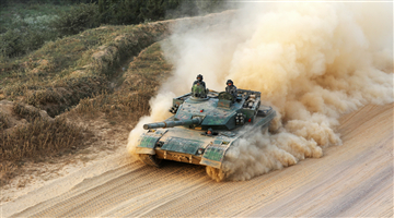 Main battle tank throws up dirt during maneuver training