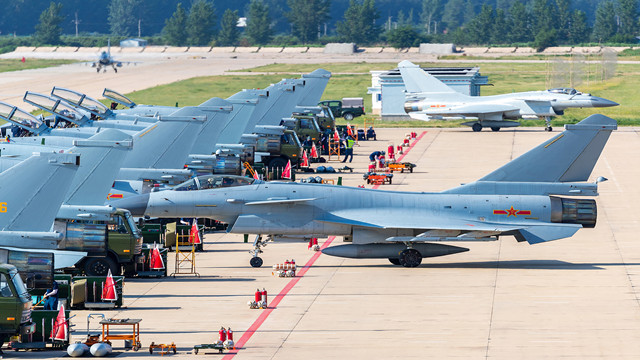 Fighter jets get ready for penetration flight