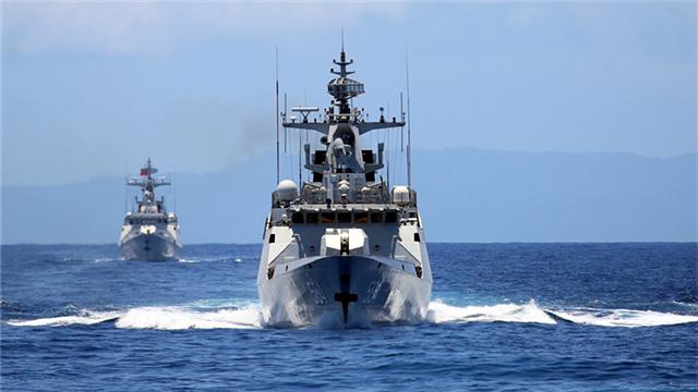 Frigate flotilla train in South China Sea