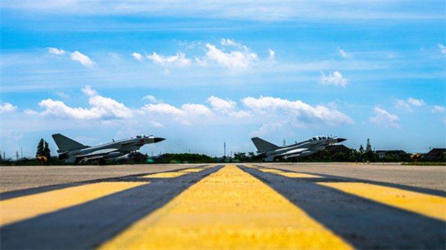 Fighter jets fly in line-abreast formation