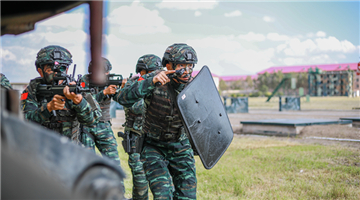 PAP special operations soldiers assail mock terrorists