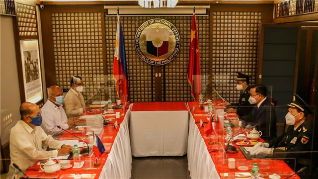 Chinese defense minister holds talks with Philippine defense secretary in Manila