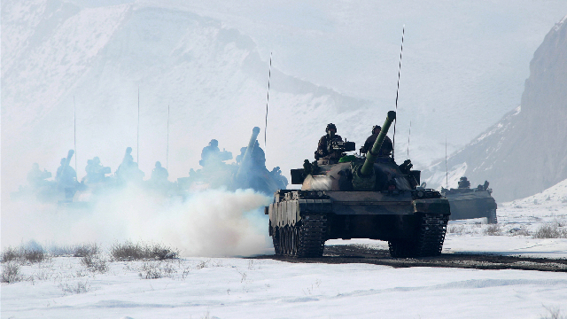 Field maneuver training held in extremely cold weather