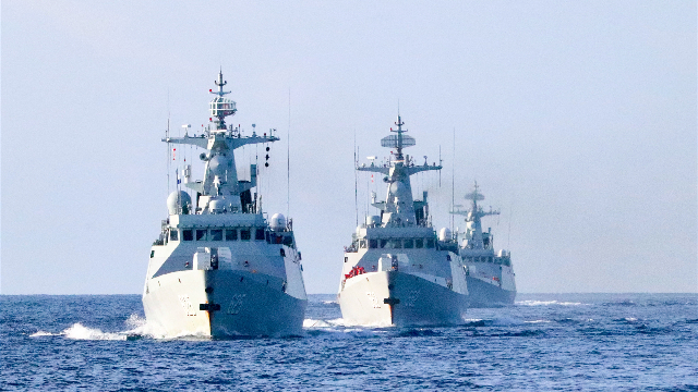 Guided-missile frigates conduct training in South China Sea