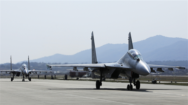 PLA Eastern Theater Command Air Force holds aerial combat flight