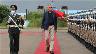 UN Under-Secretary-General inspects honor guard of Chinese peacekeeping force in Juba