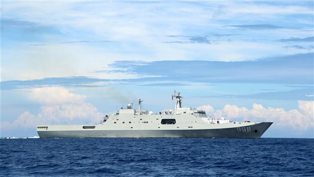 Amphibious transport dock landing ship carries out maritime training