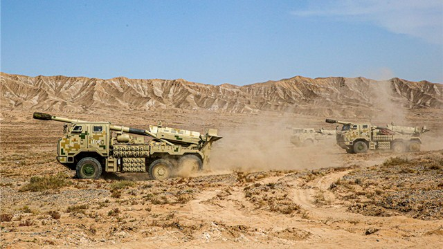 Vehicle-mounted howitzers in tactical training