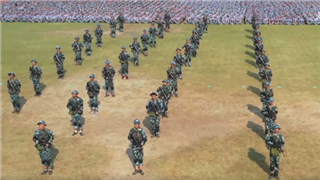 Check out freshmen opening ceremony, military training show in Nanchang University, E China