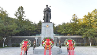 Chinese embassy in DPRK pays homage to China-DPRK Friendship Tower